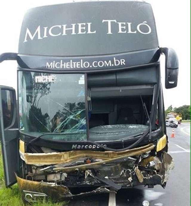 Três pessoas morrem em acidente envolvendo ônibus de Michel Teló