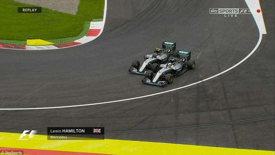 Carros da Mercedes se tocam no fim e Hamilton vence GP da Áustria