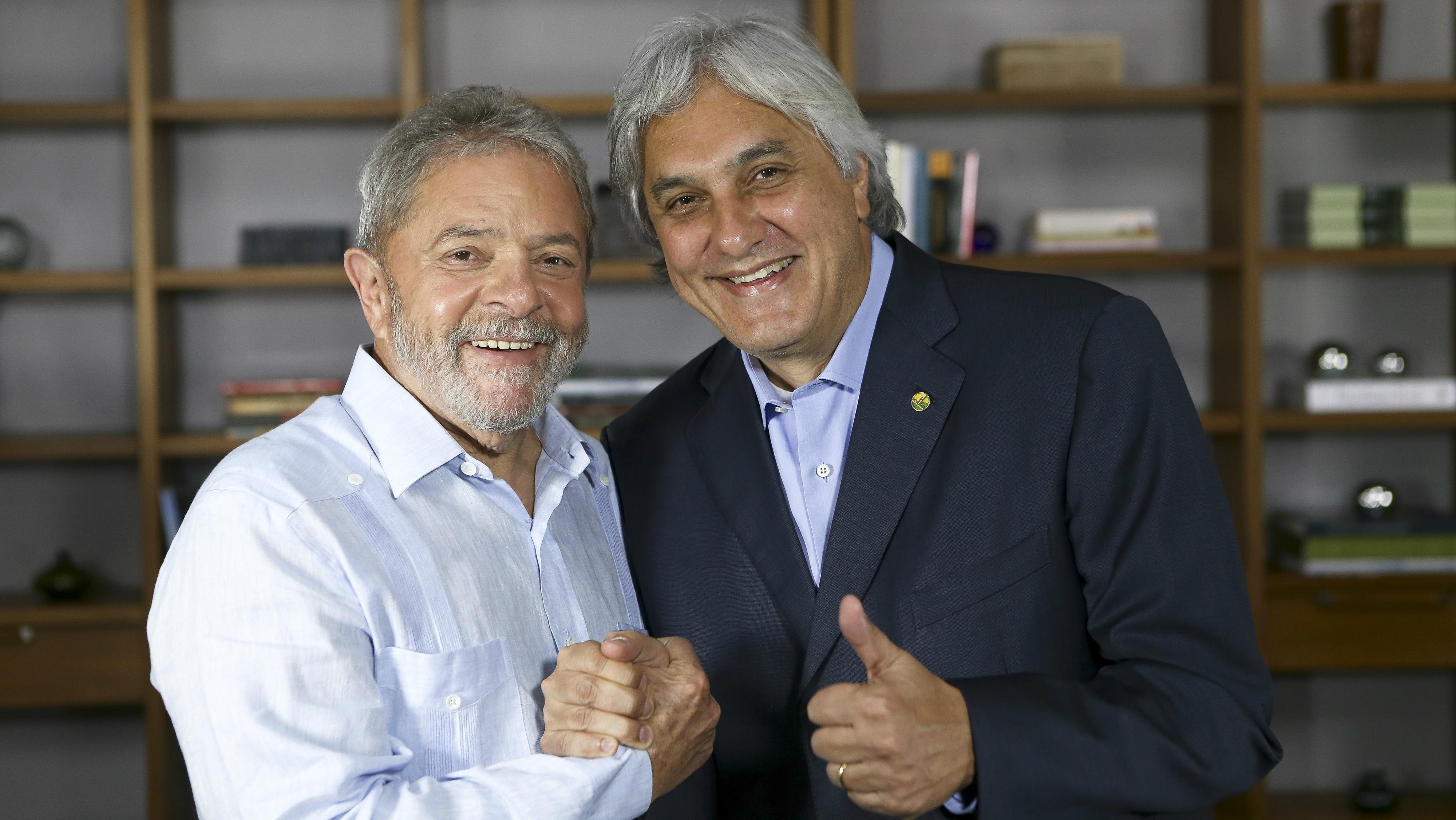 Lula entra com ação de danos morais contra Delcídio do Amaral