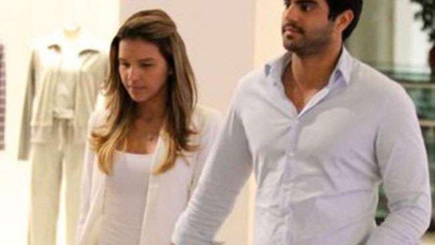 Mariana Rios e o namorado alugam iate de sheik durante viagem pela Europa