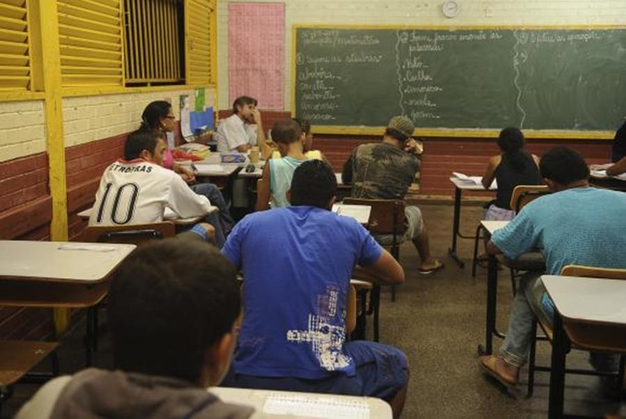 Só 7,3% dos alunos atingem aprendizado adequado em matemática no ensino médio