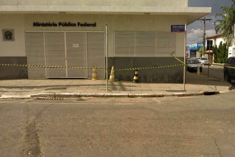 Suposta bomba é deixada na porta do MPF, em Anápolis