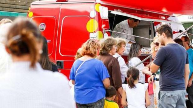 Oscar Niemeyer abriga Feira Food Truck Park Gyn