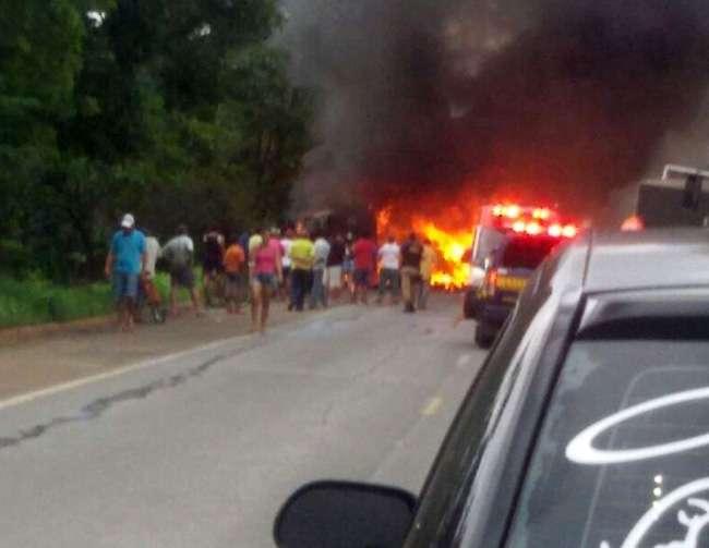 Motorista de caminhão morre em acidente na BR-153, próximo a Uruaçu