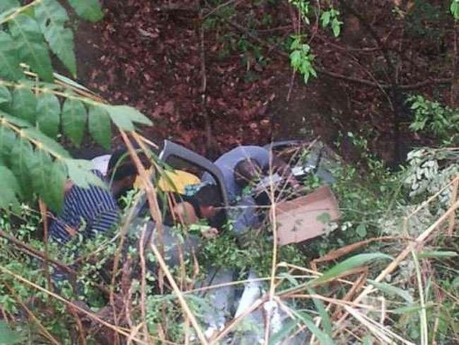 Homem sofre acidente na GO-080 e é socorrido por jogadores do Corinthians