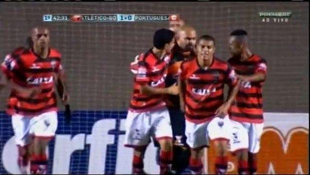 Atlético derrota Portuguesa e pula 9º na Série B