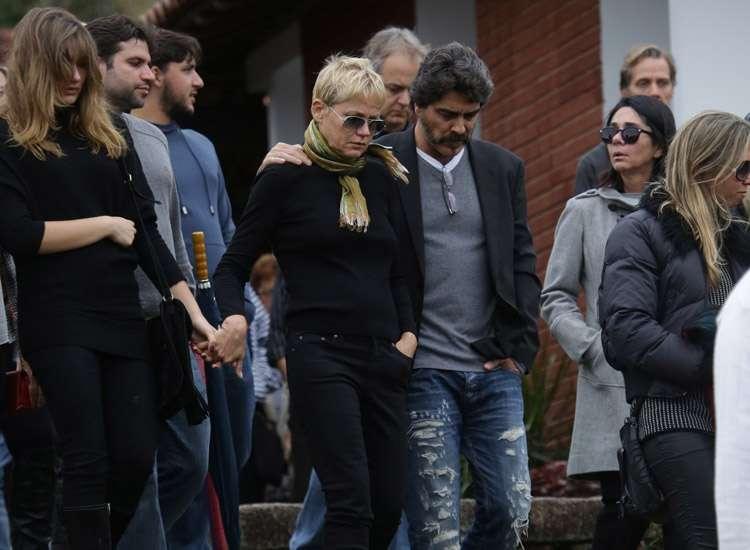 Irmão da apresentadora Xuxa Meneghel é sepultado no Rio