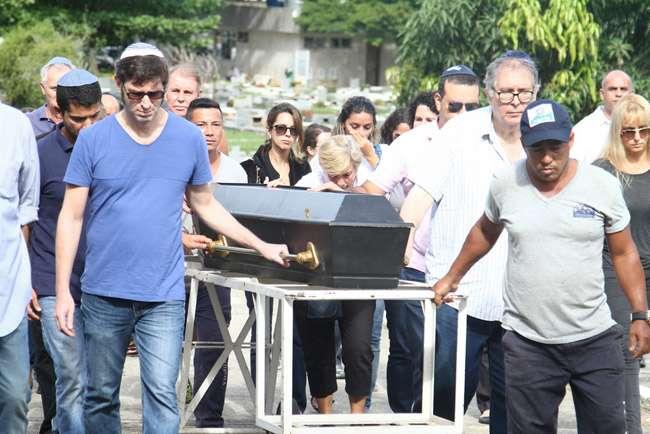 Corpo do ator Elias Gleizer é enterrado no Rio de Janeiro