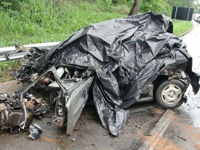 Motorista morre após bater veículo em carro-forte na BR-050