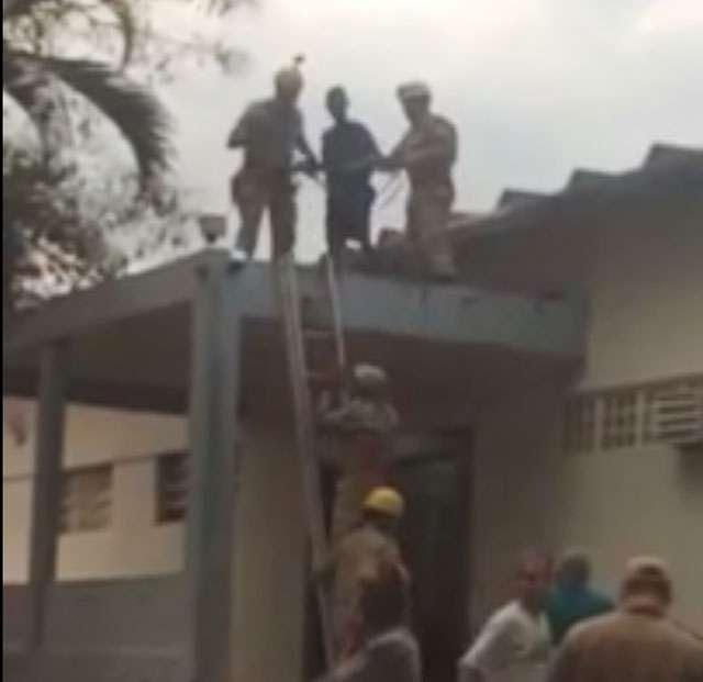 Bombeiros resgatam internos que fugiram e se esconderam no telhado do Instituto Batuíra