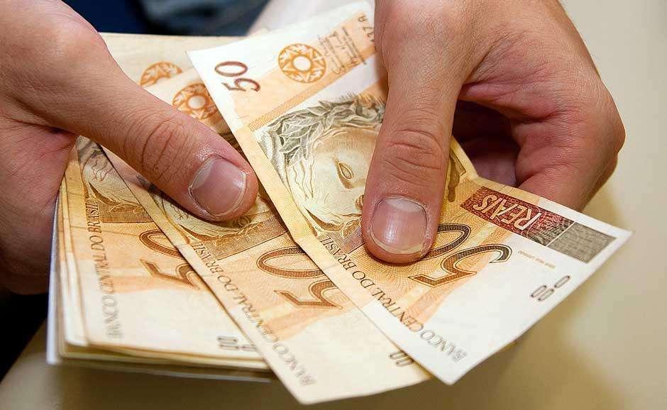 Economia encolhe 0,3% no 1º trimestre; em 12 meses, cai 4,7%, diz IBGE