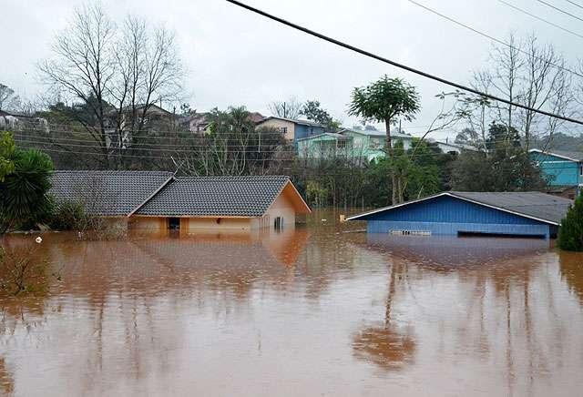 Enchente do Rio Uruguai desabriga quase 20 mil no RS
