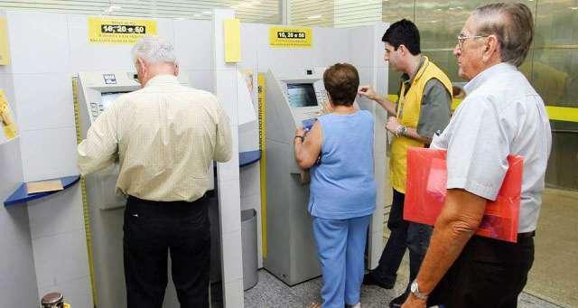 Governo antecipa décimo terceiro salário de aposentados do INSS