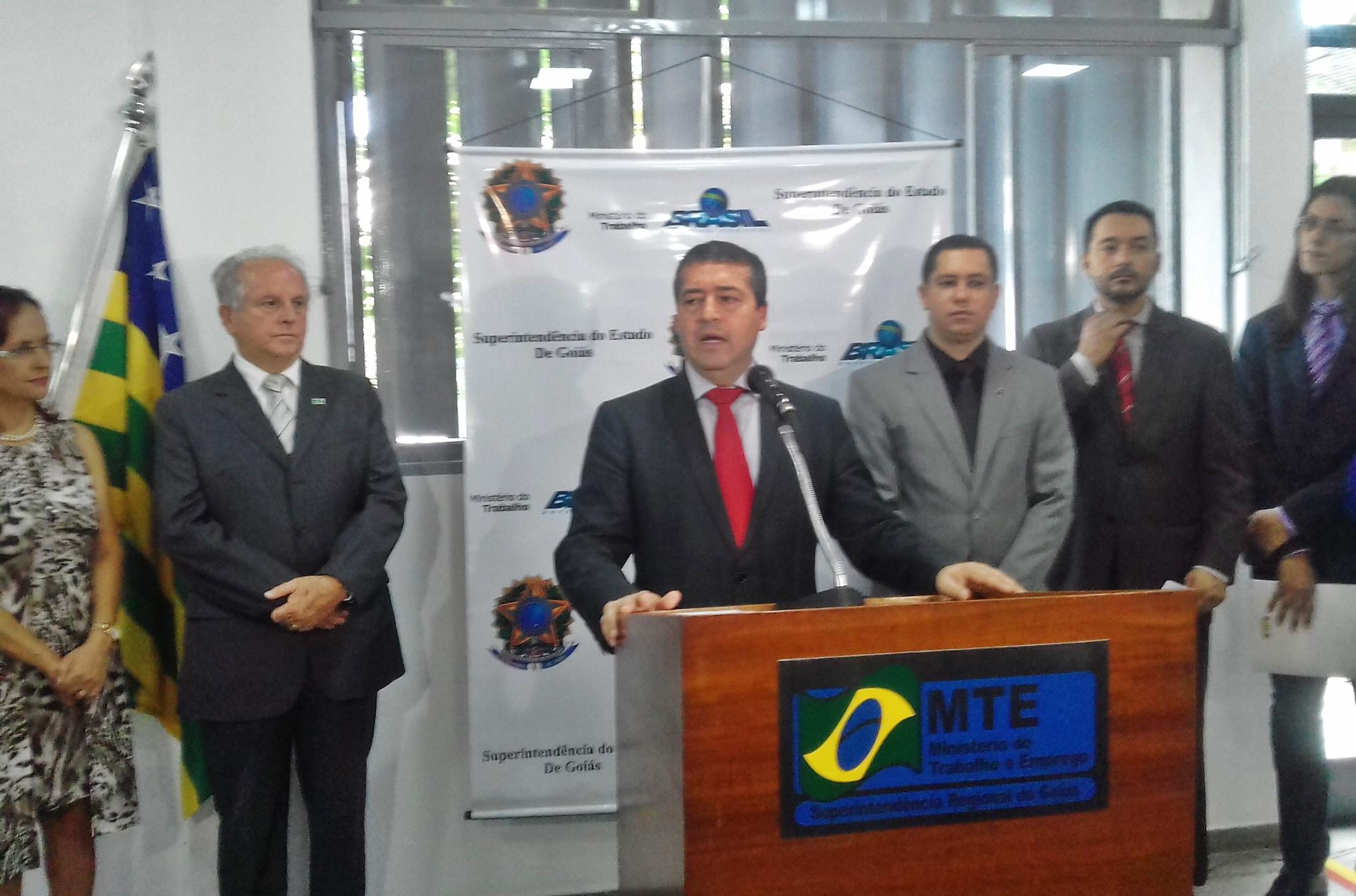 'Não há hipótese do trabalhador perder direitos', diz ministro do trabalho em visita a Goiânia