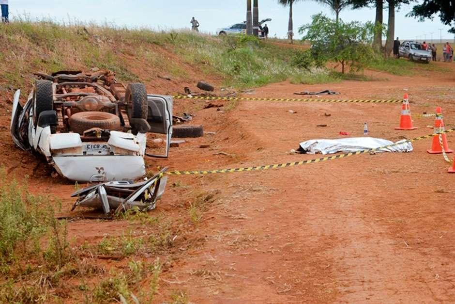 Acidente deixa três mortos e quatro feridos na GO-330, em Vianópolis