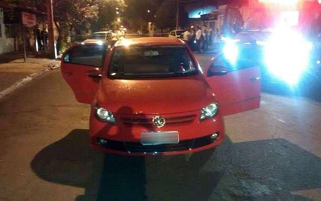 Casal é morto a tiros dentro de carro em Goiânia