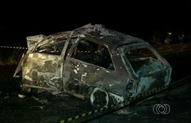 Duas pessoas morrem carbonizadas em acidente na GO-330
