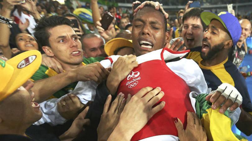Brasileiro Maicon Andrade surpreende e faz história com bronze no tae kwon do