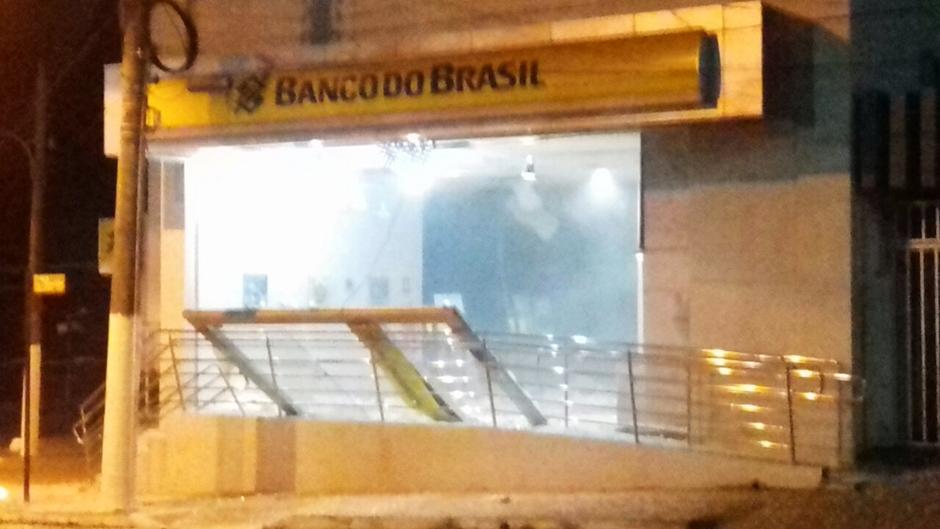 Bandidos explodem agência bancária em Ipameri