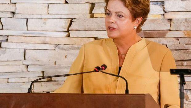 Oposição diz que 'falta vergonha' a Dilma