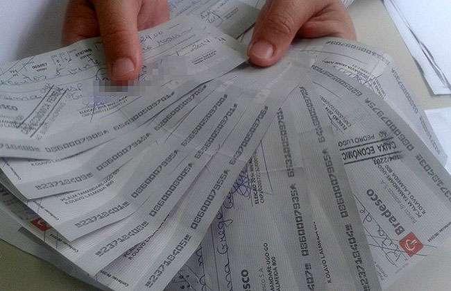 Cabos eleitorais alegam ter recebido cheques sem fundos por serviço prestado a candidato