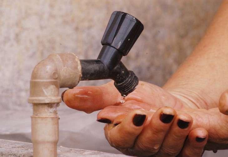 Rompimento de adutora compromete fornecimento de água em Padre Bernardo