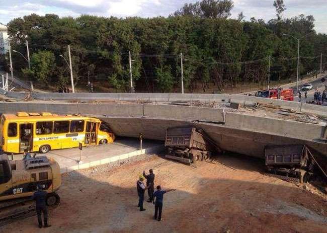 Viaduto em construção desaba em Belo Horizonte e deixa ao menos dois mortos