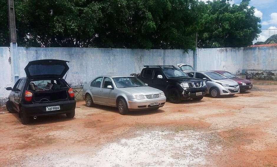 PM fecha desmanche de carros em Goiânia