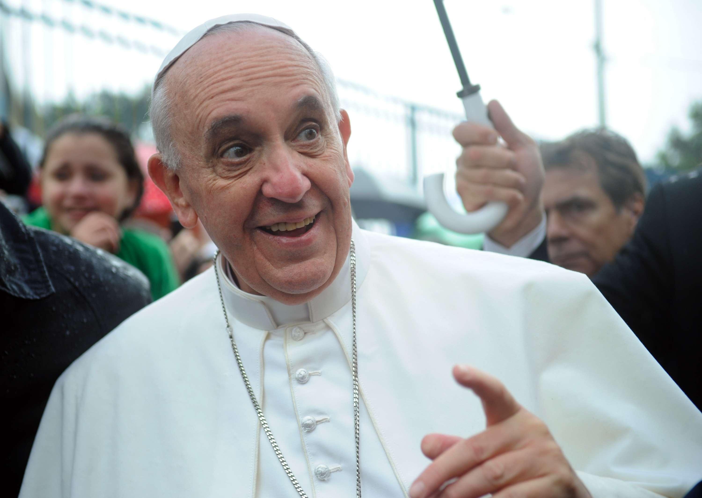 Papa leva moradores de rua à praia