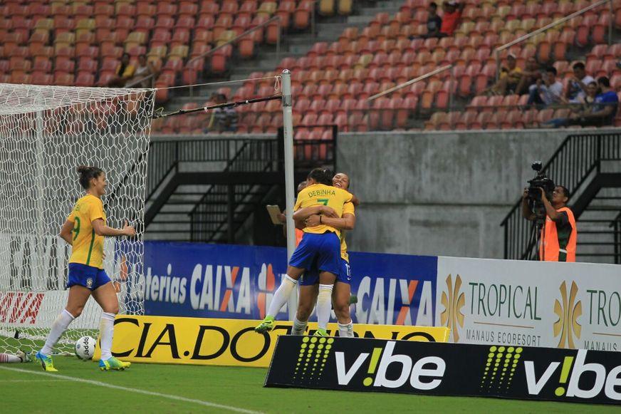 Seleção feminina goleia Rússia e se garante em final contra a Itália em Manaus