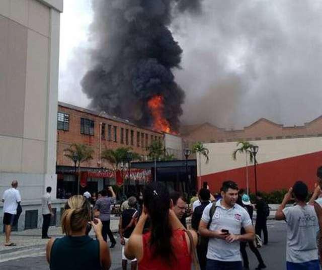 Incêndio atinge shopping no Rio de Janeiro