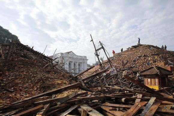 Número de mortos no terremoto no Nepal sobe para 5.489