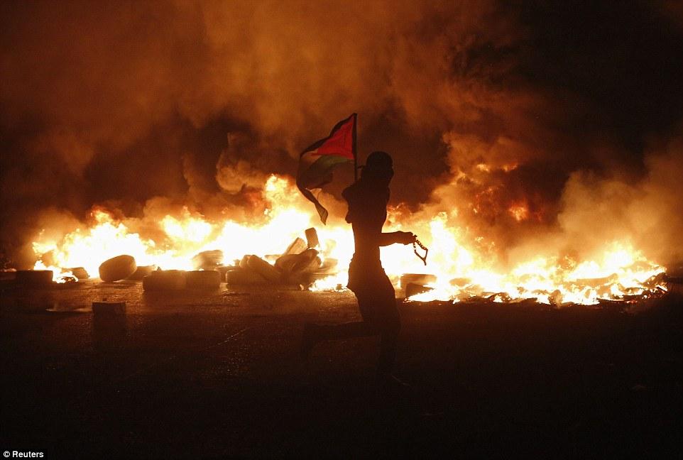 4 palestinos são mortos em protestos na Cisjordânia