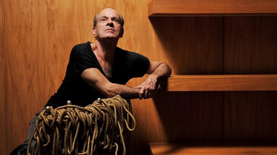 Ney Matogrosso sobe ao palco do Teatro Rio Vermelho
