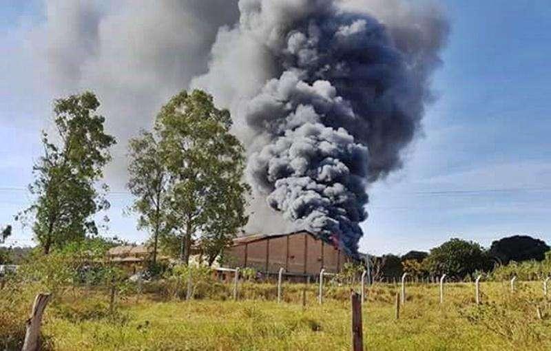 Incendio destrói depósito em Rubiataba