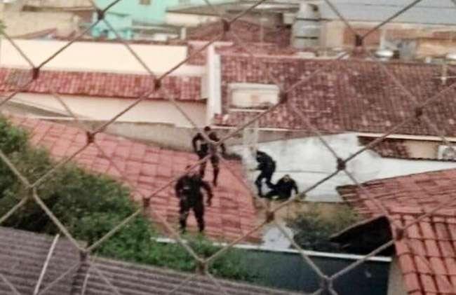 Tentativa de assalto a loja de autopeças acaba em troca de tiros entre PM e bandidos no Setor Aeroviário