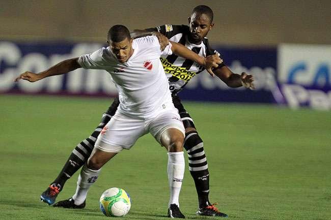 Vila perde por 5 a 1 no Serra Dourada e dá mais um vexame na Série B