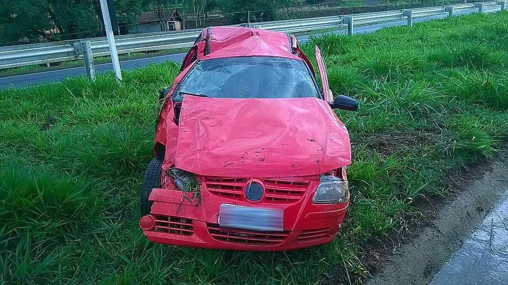 Mulher grávida fica ferida após carro capotar na BR-060, entre Jataí e Rio Verde