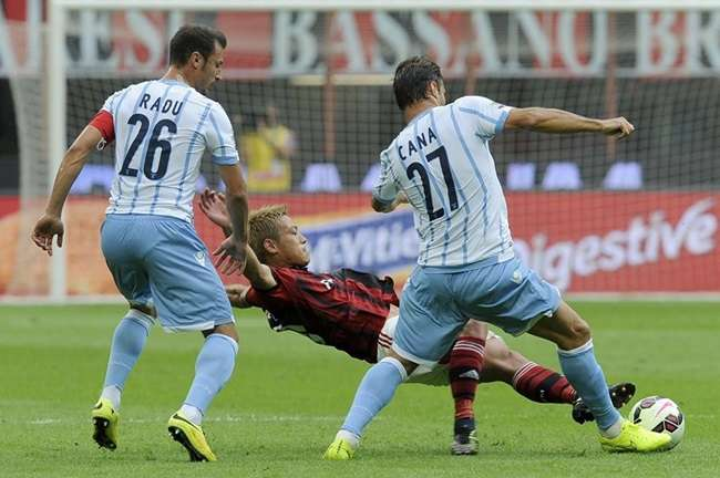Alex marca contra, mas Milan bate Lazio na estreia