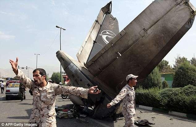 Avião iraniano cai após decolagem