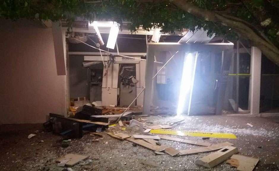 Criminosos explodem dois caixas eletrônicos em Nova Aurora
