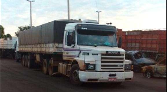 PRF recupera caminhão roubado e resgata proprietário de cativeiro