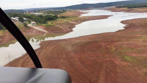 Falta de chuva deixa Lago de Corumbá seco