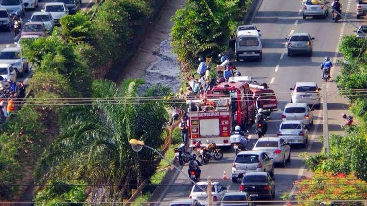 Mulher cai dentro do córrego da Marginal Botafogo após acidente