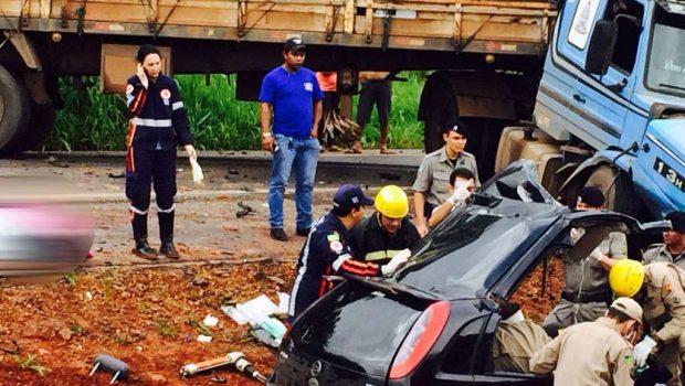 Acidente na GO-080 deixa uma pessoa morta e outra gravemente ferida