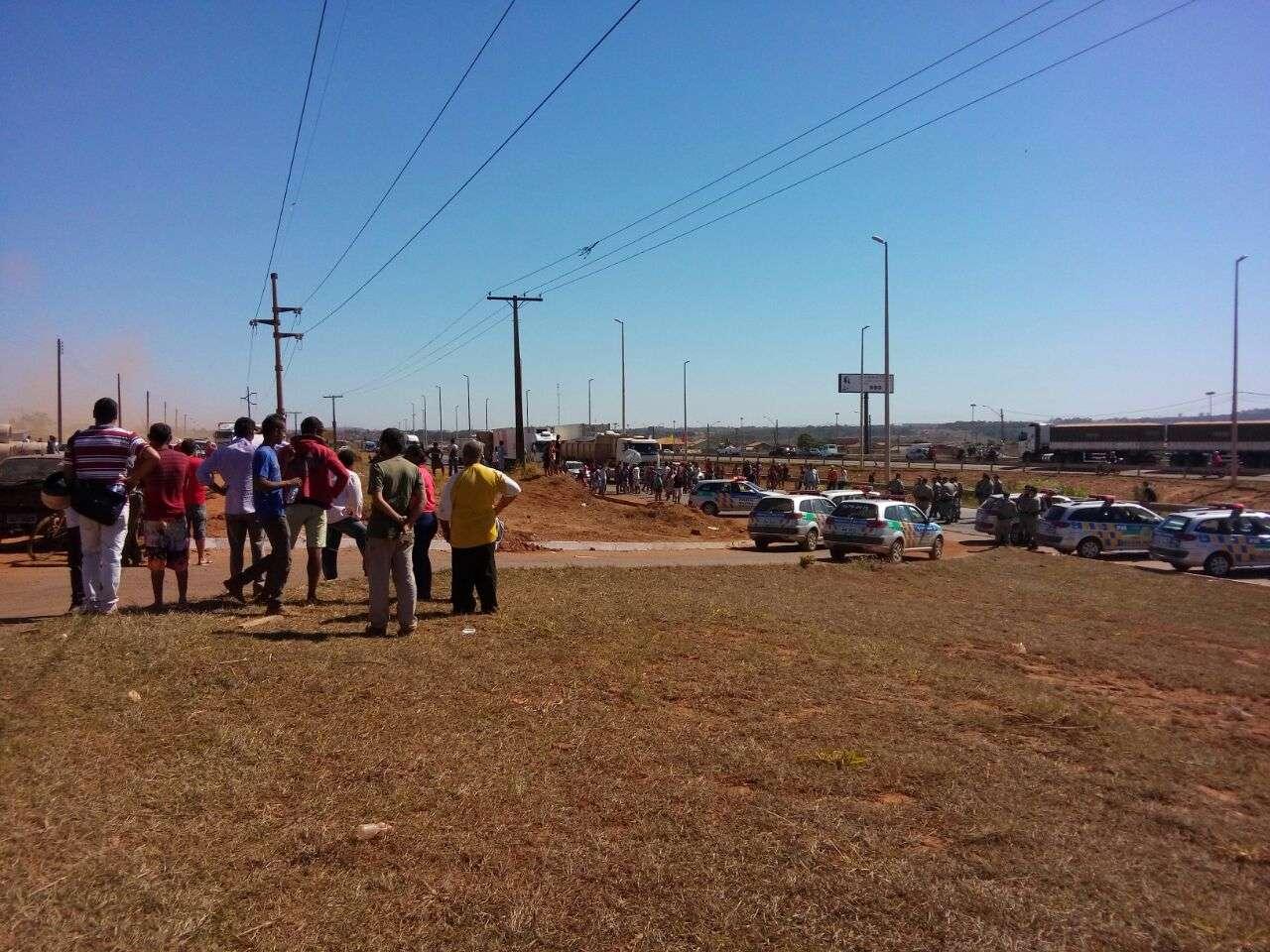 Manifestantes bloqueam trecho da GO-070
