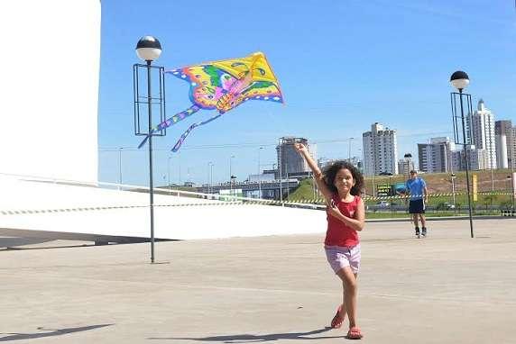 Domingo é dia de soltar pipa no Centro Cultural Oscar Niemeyer