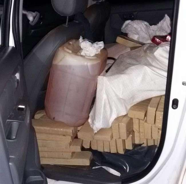 Pm apreende 1,2 toneladas de maconha e recupera 3 veículos roubados