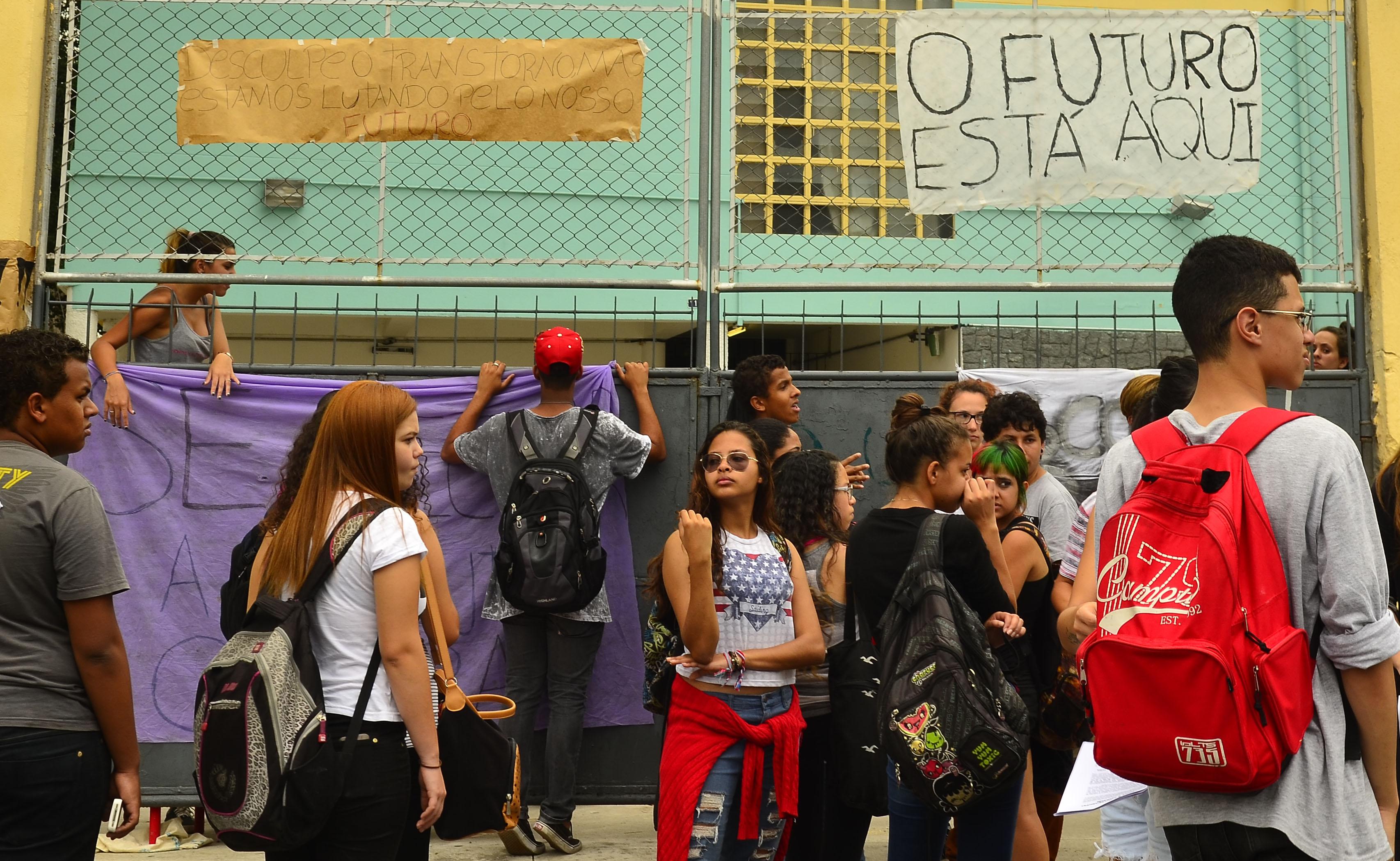 MEC diz que Enem pode ser cancelado em 181 escolas ocupadas