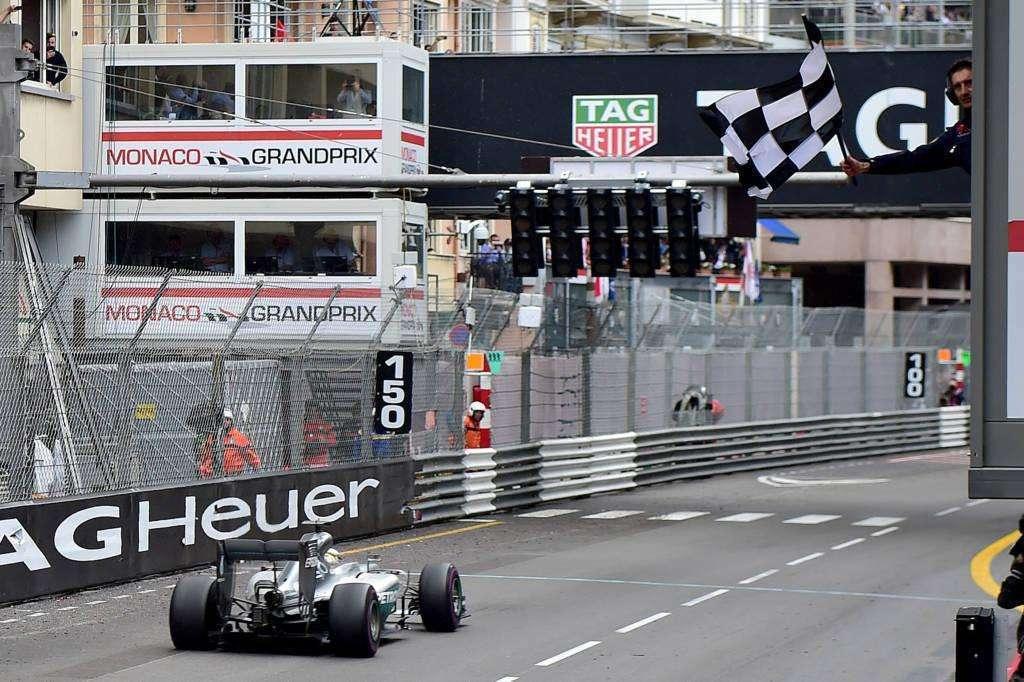 Hamilton vence o Grande Prêmio de Mônaco e volta à briga pelo Mundial